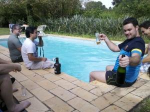 Cervejana beirada piscina